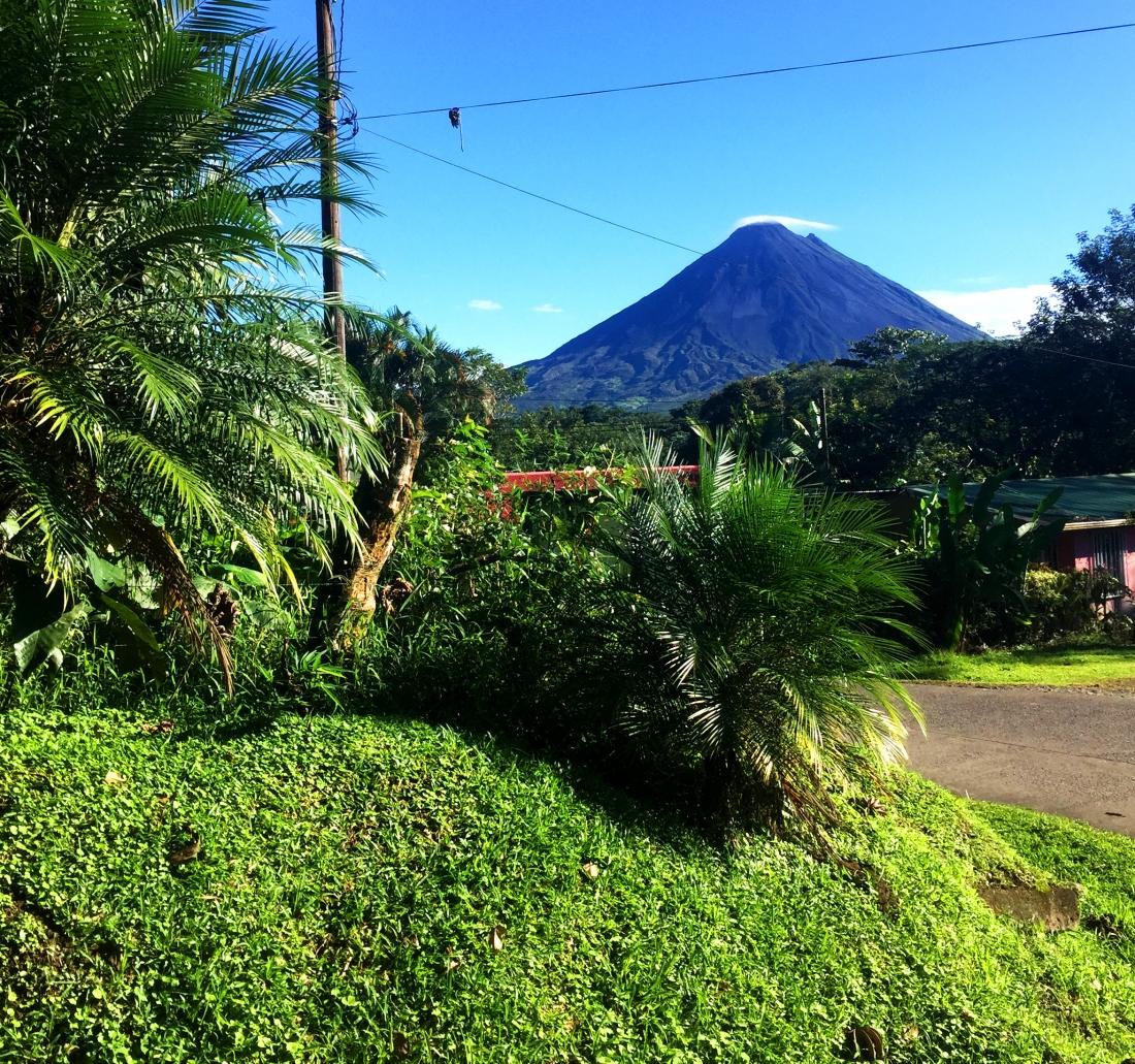 silhouette volcan ciel bleu.jpg
